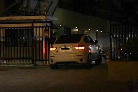 Caio Castro vai para o apart hotel de Maria Casadevall após noitada com amigos   Leia mais: http://extra.globo.com/famosos/caio-castro-vai-para-apart-