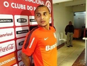 Jogador do Inter se nega a fazer bafômetro e tem CNH apreendida