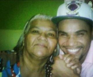 Mãe de Naldo morre e cantor faz homenagem em rede social