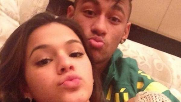 Neymar vai ao encontro de Bruna Marquezine na Áustria