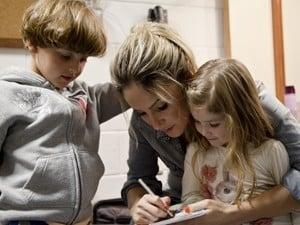 Primogênitos de Claudia Leitte e Daniel visitam bastidores do The Voice Brasil