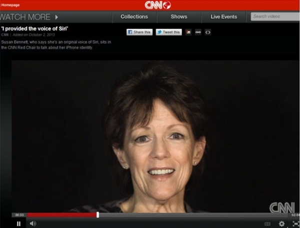 Atriz que dá voz à Siri, assistente do iPhone, aparece em entrevista na TV