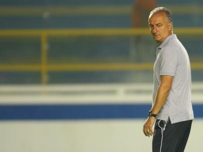 Dorival exalta postura de garotos do Vasco, mas alerta: