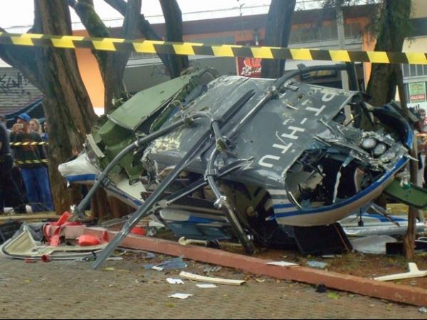 Helicóptero cai no meio de praça em São Caetano, no ABC Paulista