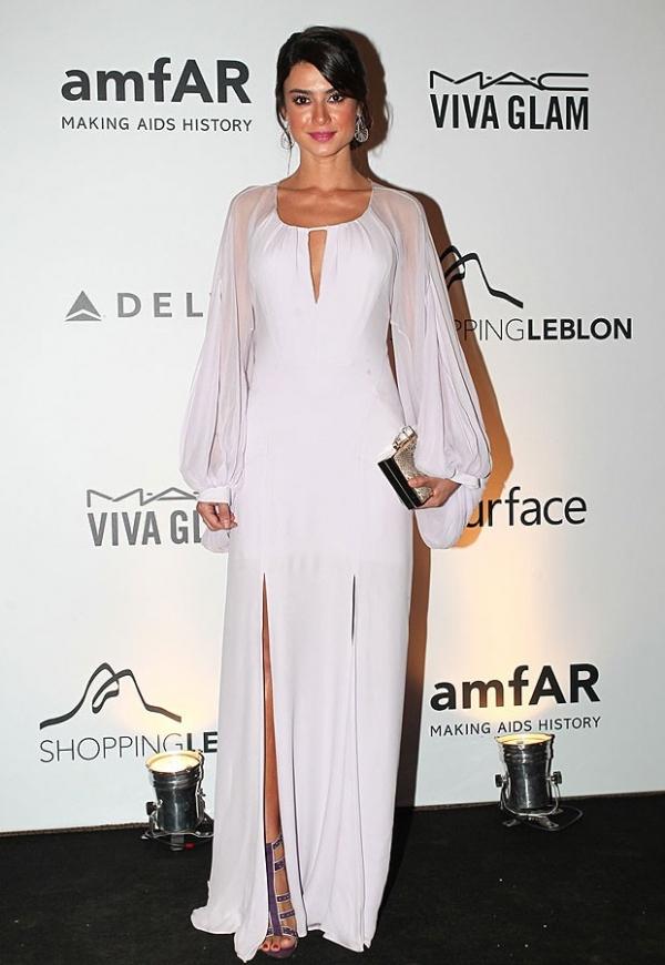 Fernanda Lima aparece com look de R$ 100 mil e solta: ?Tudo emprestado?