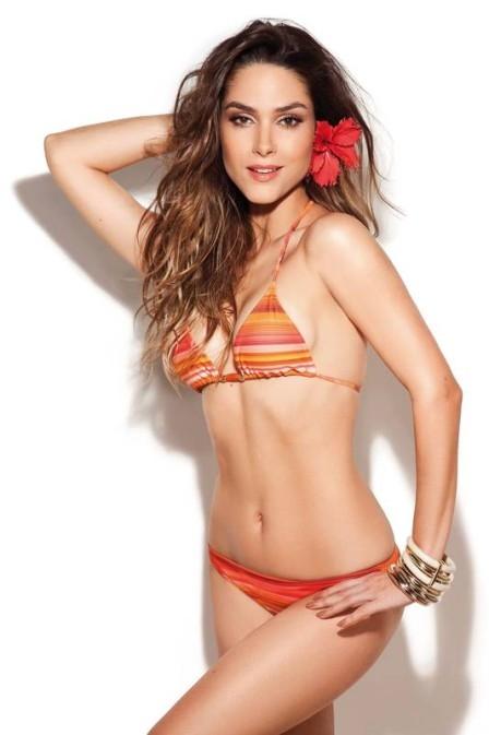 Fernanda Machado exibe corpão de biquíni e fala de cenas quentes com Ricardo Tozzi: ?Precisei ficar com as curvas?