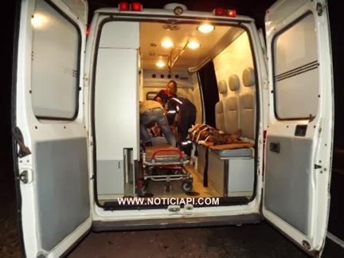 Hilux vermelha de Parnaíba capota e deixa um saldo de duas vítimas na BR- 402