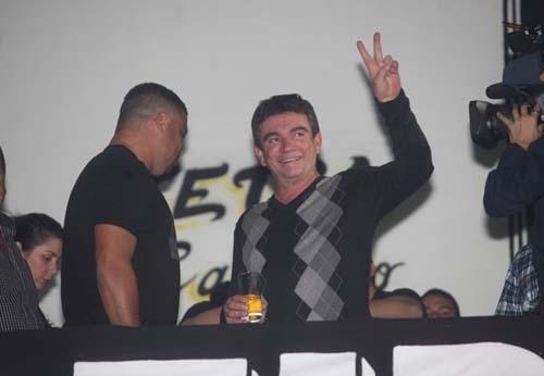 Ronaldo recebe homenagem da escola de samba Gaviões da Fiel