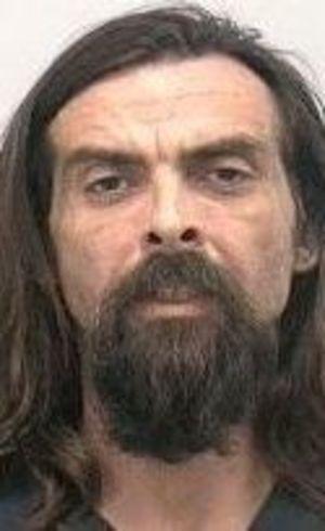 Americano pelado ataca caminhonete com uma guitarra