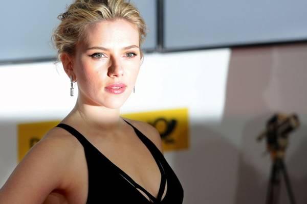 Pela 2ª vez, Scarlett Johansson é a eleita a mulher mais sexy do mundo