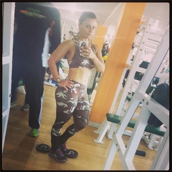 Viviane Araújo mostra barriga mais seca em novo capítulo de diário de malhação