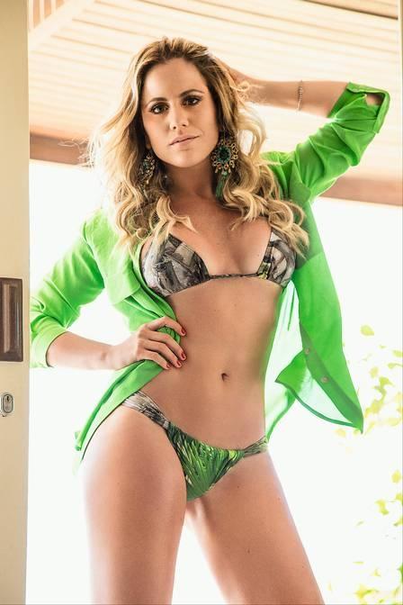 Marina Mantega, apresentadora de TV e filha do Ministro da Fazenda, posa sem roupa