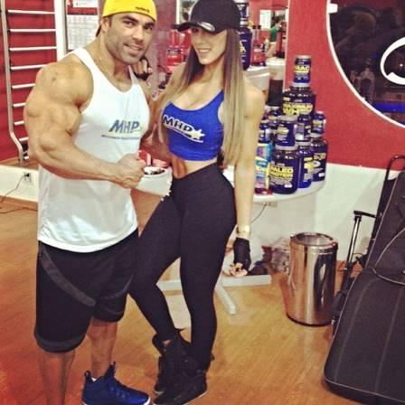 Carol Saraiva, mulher do fisiculturista Eduardo Correa, faz crossfit para manter a barriga perfeita