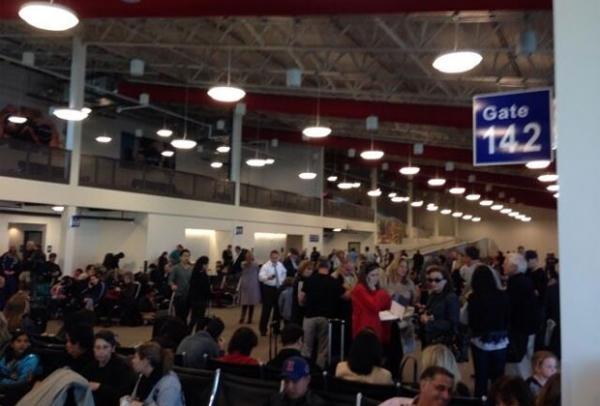 Tiroteio deixa várias pessoas feridas no terminal 3 de aeroporto nos EUA