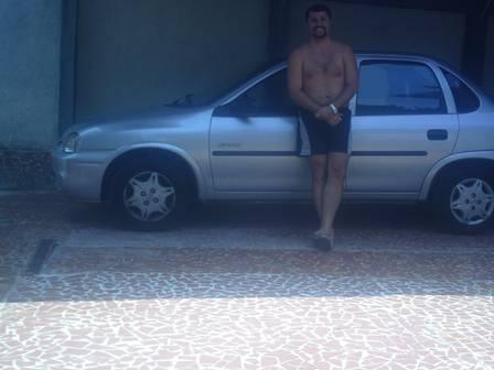 Funcionário envolvido dos Correios não esconde prosperidade e curte piscina azulejada aquecida