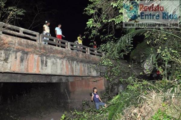 Homem perde controle de carro e capota várias vezes até cair de ponte na PI-113