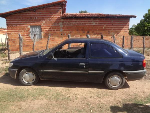 Polícia Militar de Floriano encontra veículo roubado escondido em matagal