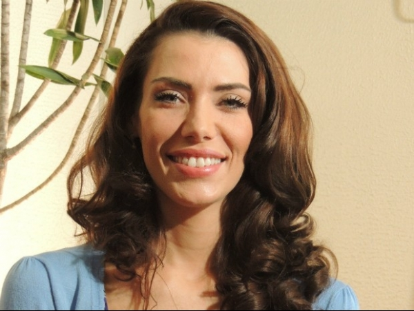 Ex-miss Brasil volta ao país e diz que sumiu após ser ameaçada de morte
