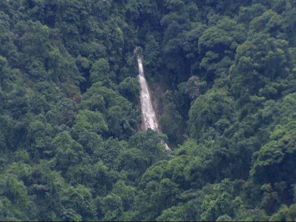 Lutador de MMA morre ao cair em cachoeira às margens de rodovia