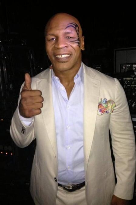 Tyson revela em livro flagra de Brad Pitt com sua ex na cama, e diz que fez sexo na prisão