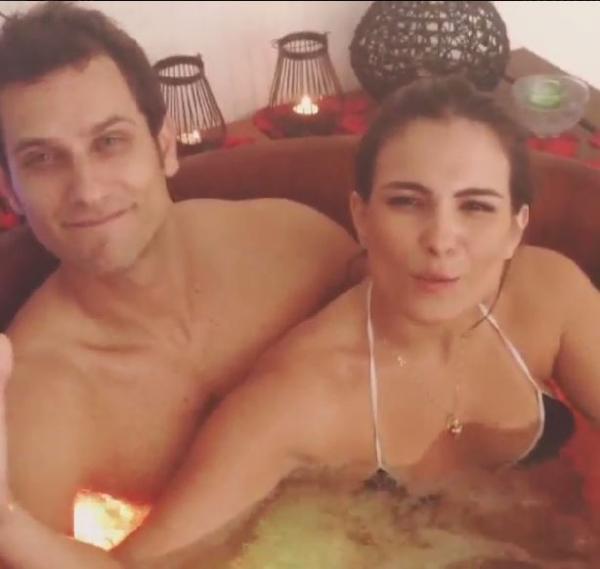 Clima de romance! Ex-BBB Kamilla posta vídeo na banheira com Eliéser