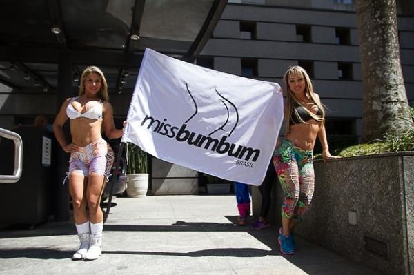 Finalistas do Miss Bumbum causam frisson em porta de hotel
