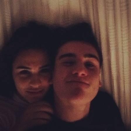 Lívian Aragão assume namoro com ator de 16 anos, e pai ciumento revela: ?Resisti ao máximo?