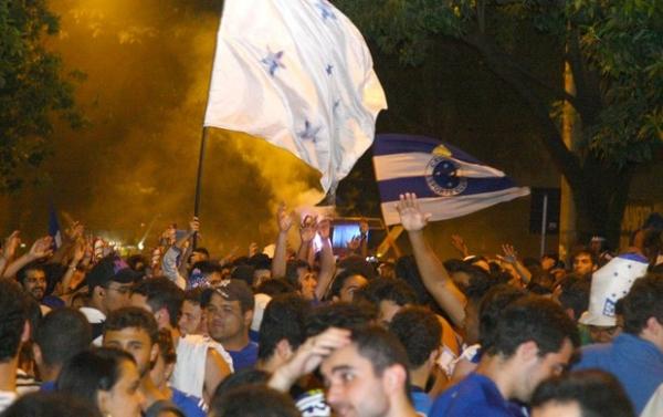 Paz de um lado, confusão de outro: contraste na festa cruzeirense em BH