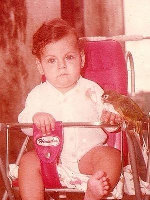 Aniversariante do dia, Carla Perez posta foto de quando era criança