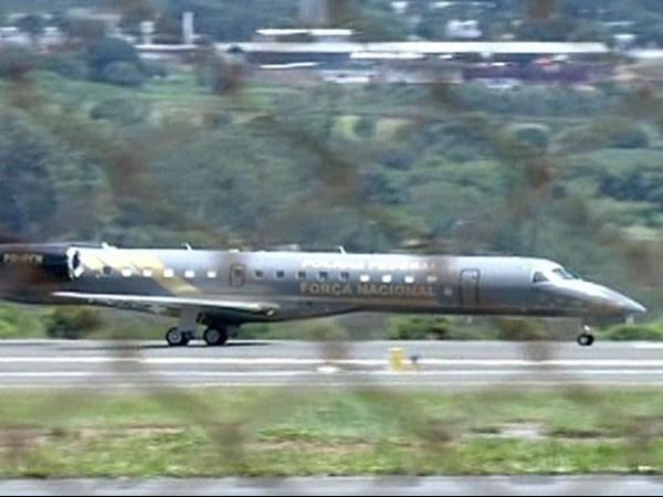 Avião da Polícia Federal decola de Brasília para buscar réus do mensalão