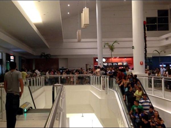 Criança aciona alarme de incêndio e causa tumulto em shopping, no AM