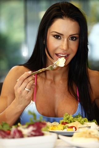 Dieta dos sarados: nutricionista avalia pratos pós-treino dos famosos