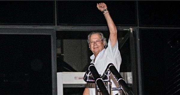 Dirceu, Genoino e outros condenados presos em MG ser縊 levados ainda hoje para Bras匀ia