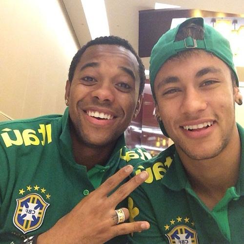 Neymar posa com Robinho antes de amistoso da Sele鈬o em Miami:
