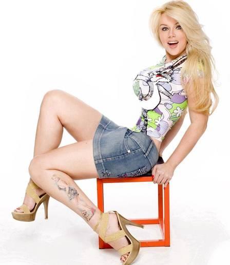 Ex-apresentadora do ?Clube da criança?, Pat Beijo é escritora e tem tatuagens dela mesma no corpo