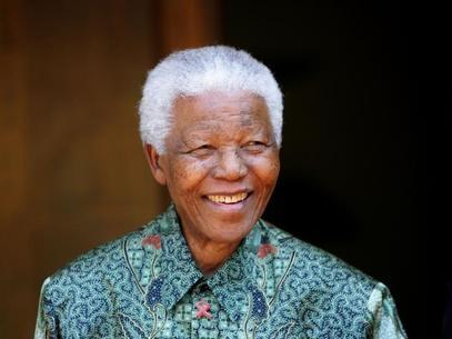 Ex-presidente Nelson Mandela segue em estado est疱el, mas cr咜ico