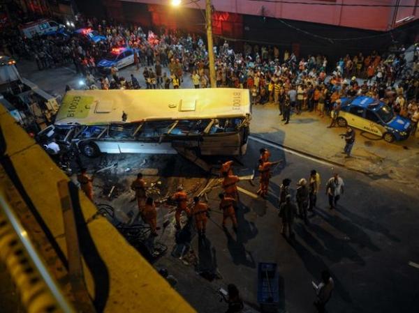 Motorista e estudante são julgados hoje por ônibus que caiu de viaduto