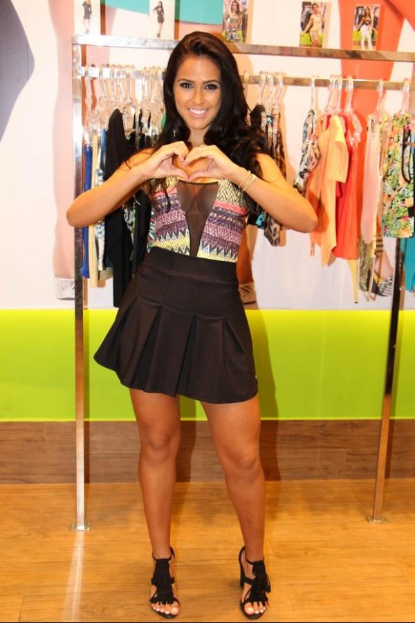 Miss Bumbum exibe atributos em roupas curtinhas