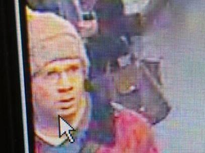 Polícia divulga fotos de suposto atirador de Paris
