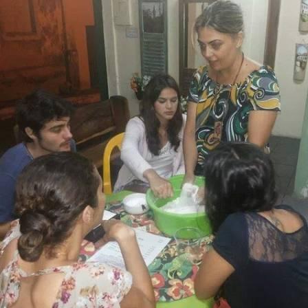 Bruna Marquezine, Camilla Camargo e Rosana Garcia se despedem de Goiás Velho com banho de cachoeira