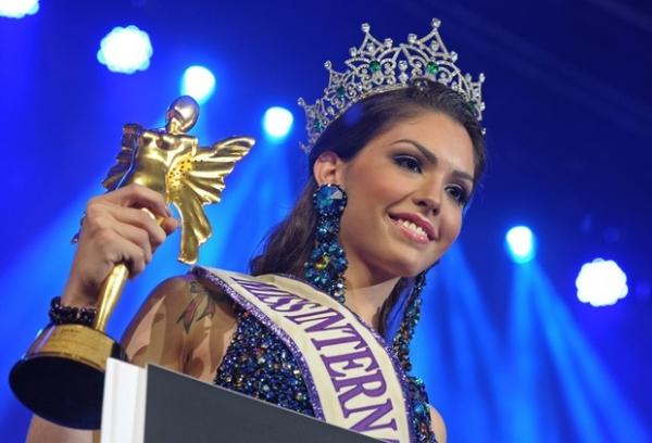 Miss brasileira transexual eleita a mais bonita do mundo vai trocar de sexo