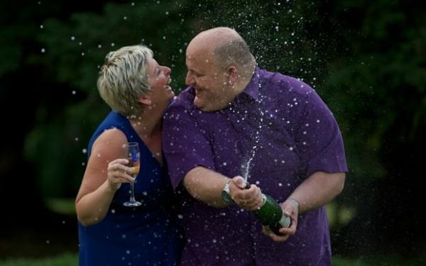Após ganhar R$ 545 milhões na loteria, casal britânico se separa