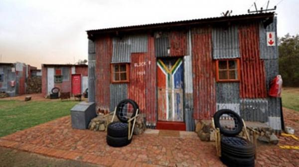 Hotel cinco estrelas na África do Sul cria polêmica ao fazer quartos imitando favela