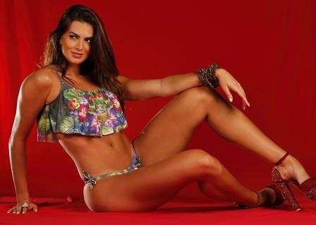 Panicat Renata Molinaro procura homem para casar até os 30 anos