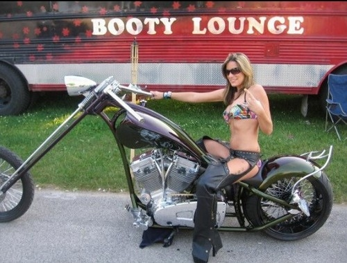 Clube de strip tease móvel volta às ruas