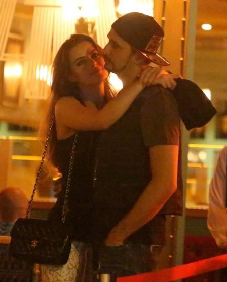 Fábio Assunção deixa jantar ao lado de Camila Camargo. Antes de sair, filha de Zezé diz a amiga: ?Seja o que deus quiser?