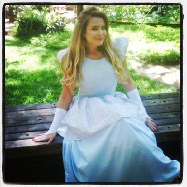 Geisy Arruda se veste de Cinderela: