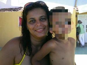 Mulher morta a tiros na frente do filho vai ser enterrada hoje; ex  suspeito
