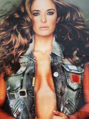 Ticiane Pinheiro posta foto sensual e com cabelos esvoaçantes na web