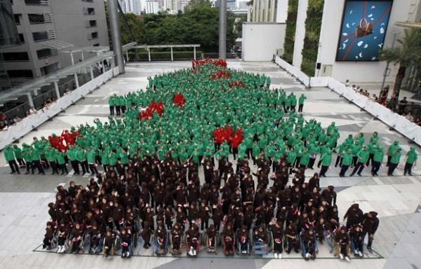Por recorde, 852 estudantes formam 疵vore de Natal humana na Tail穗dia